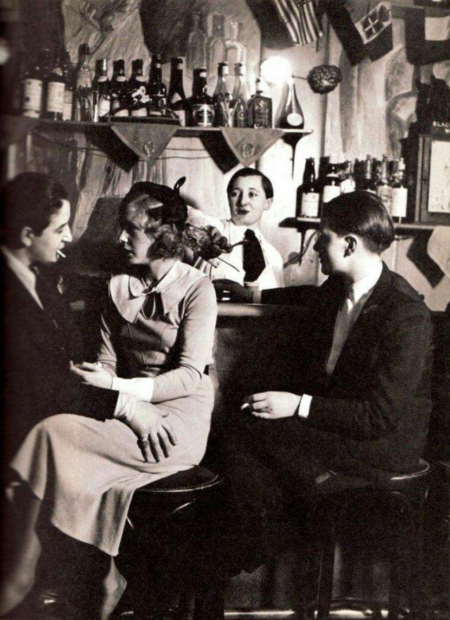 Бар только для девушек. Париж, 1930-е года