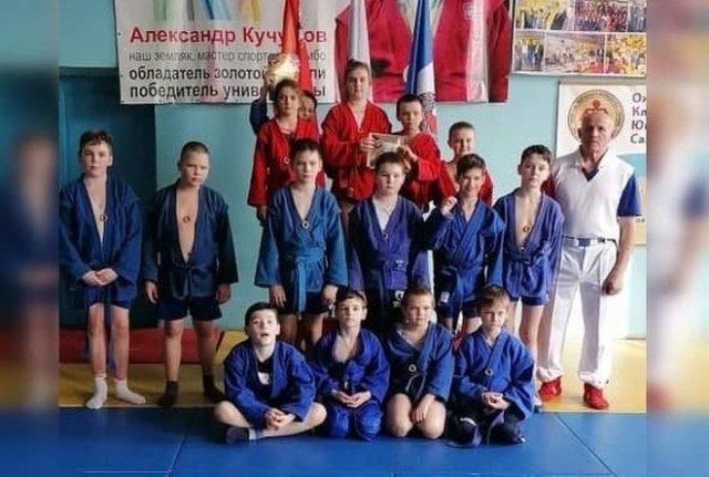 Юных спортсменов наградили сушками вместо медалей