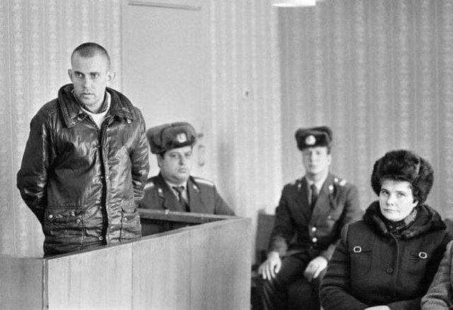 Осужденный за тунеядство в зале суда, 1987 год.
