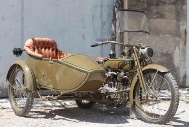 Мотоцикл Harley Davidson 1919 года.