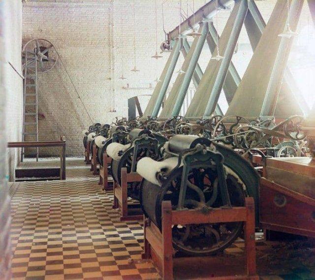 Фабрика по производству хлопчато-бумажной нити. Предположительно в Ташкенте, 1905 г.