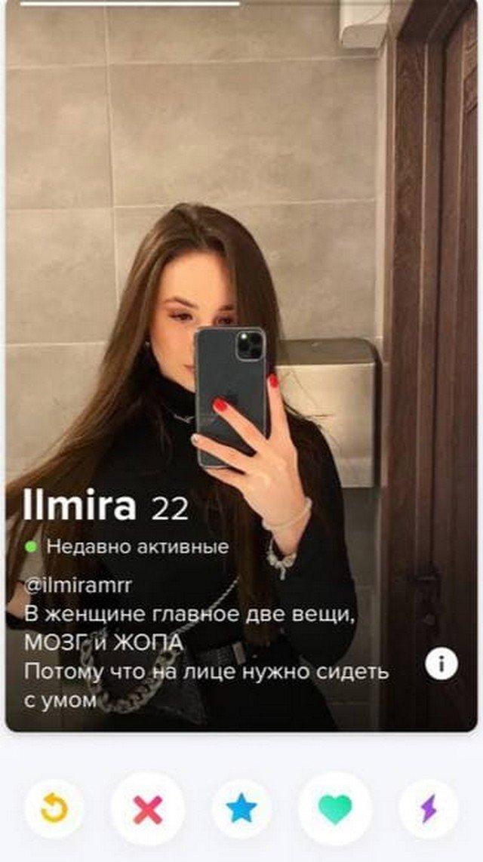 Парни и девушки, которые пытаются найти любовь на сайте знакомств