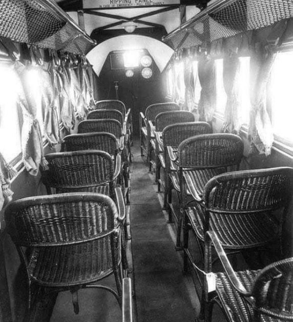 Интерьер пассажирского самолёта в 1930 году