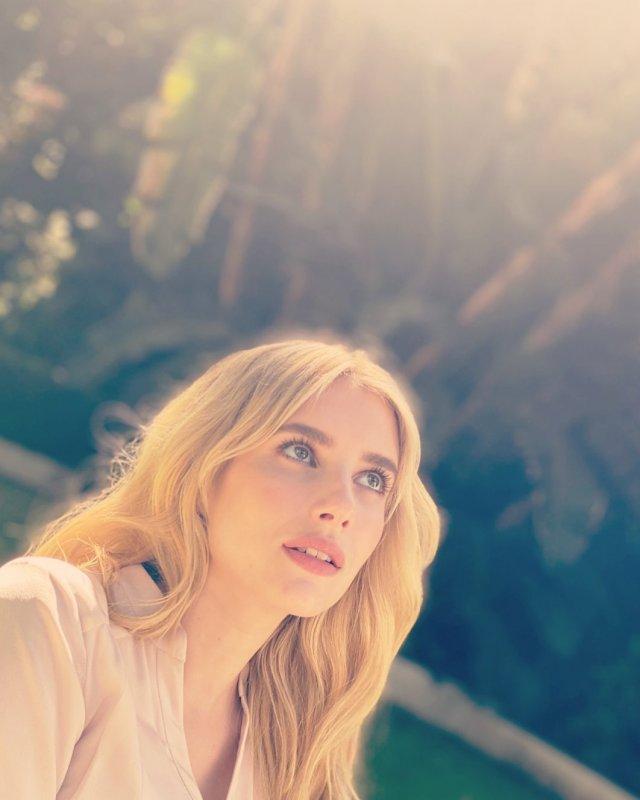 """Актриса Эмма Робертс, которая сыграет в голливудской адаптации """"Иронии судьбы"""" роль Нади  в синей кофте"""