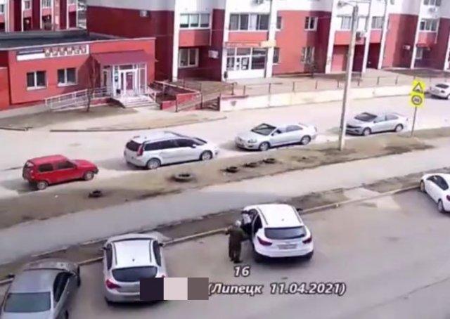 Пожилой мужчина случайно устроил аварию