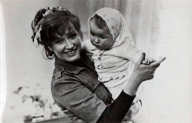 Архивные фотографии Аллы Пугачевой с дочерью Кристиной