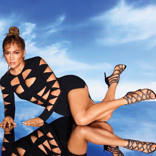 Дженнифер Лопес в черном платье