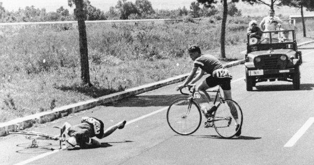 Датчанин Курт Янсен теряет сознание от передоза амфетамина во время Олимпиады. Рим, 1960 год.