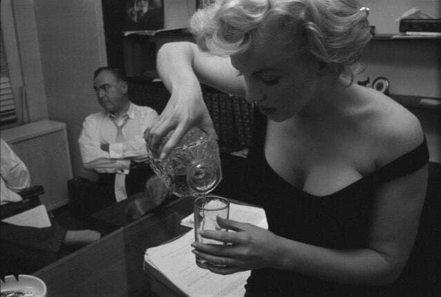 Когда еще не пятница, но без допинга никак. Мэрилин Монро, 1958 год.
