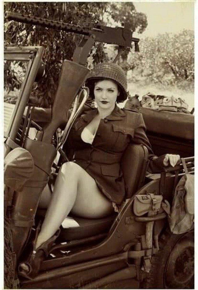 Армейский джип в полной комплектации 1950-е