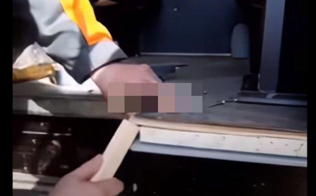 Мужчина очень удивился материалам, использующимся при сборке УАЗ-а