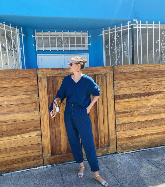 Мария Шарапова в синем костюме
