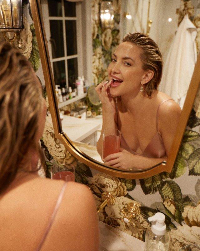 Кейт Хадсон в кремовом платье