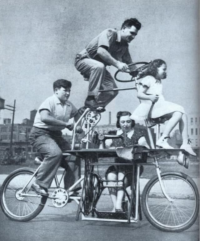 Семейный велосипед с швейной машинкой, 1939 год.