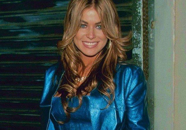 Кармен Электра в синем костюме