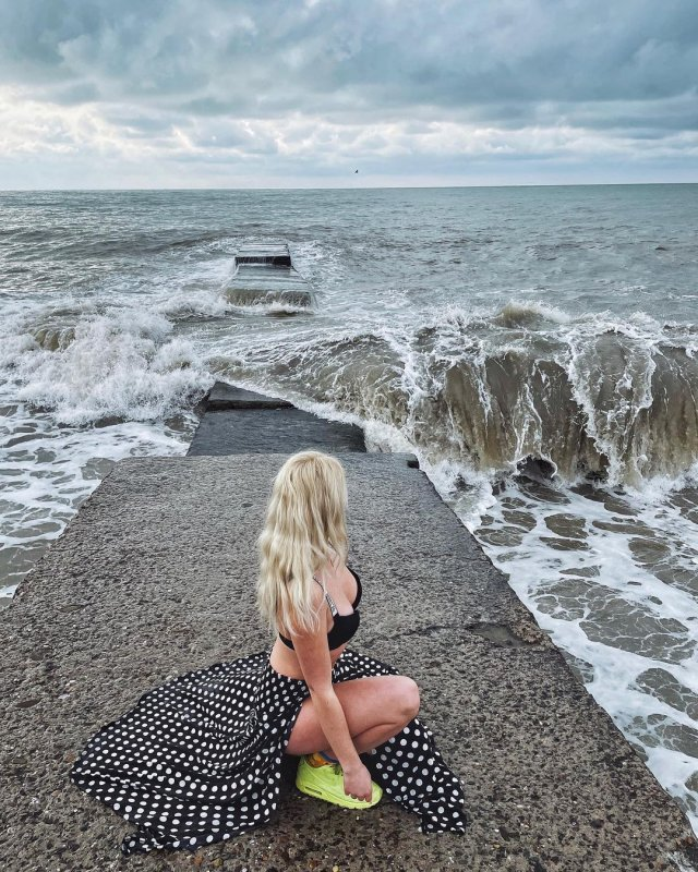 "Елизавета Еременко, обвинившая артиста шоу ""Кривое зеркало"" Александра Морозова в изнасиловании  на море"