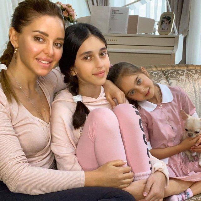 Анжелика Ревва и ее дочери Алиса и Амели