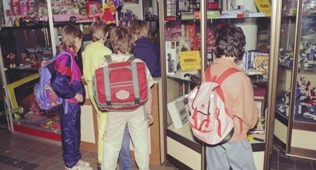 Школьники после уроков пришли в магазин