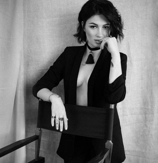 Анастасия Приходько в черном костюме