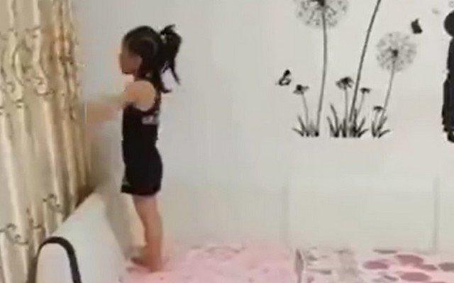 Девочка, которая большая похожа на стиральную машину