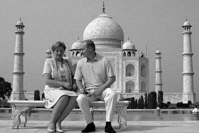 Президент России Владимир Путин со своей женой Людмилой во время своего визита в Индию, октябрь 2000 год.
