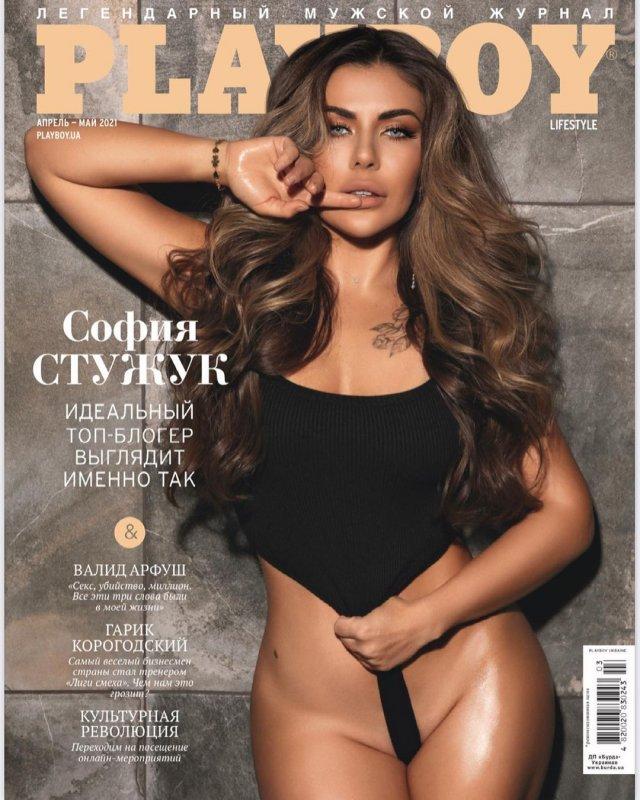 Фотосессия Playboy блогера София Стужук в черном купальнике