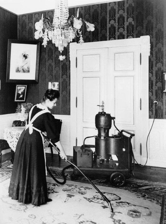 Один из первых пылесосов - Elmo производства компании «Сименс». 1906 год.