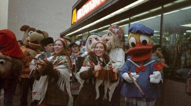 Открытие первого в СССР Макдональдса, Москва, 30 января 1990 года.