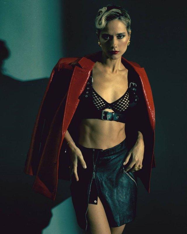 Юлия Паршута в черном нижнем белье