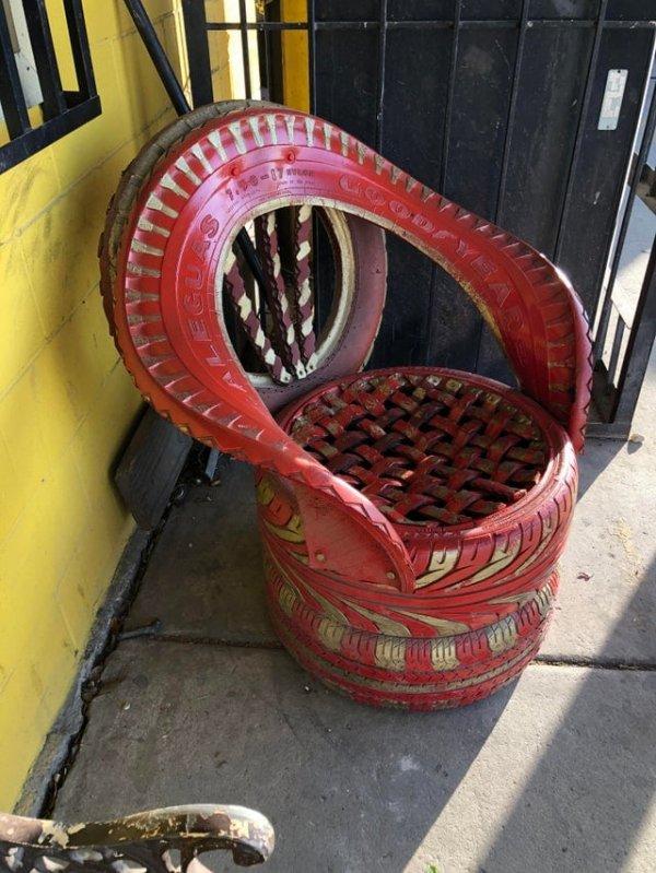 Оригинальное кресло из покрышек