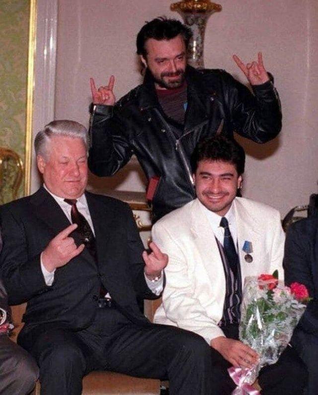 Пpeзидент России Боpис Ельцин встречается с учacтниками группы «АлисА». Москва, 1993 год