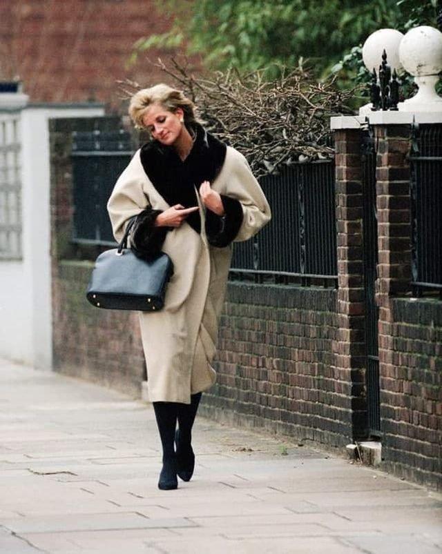 Принцесса Диана прогуливается по Челси. Лондон, 1996 год