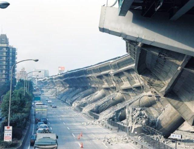 Город Кобе после одного из сильнейших землетрясений в истории Японии случившимся в 1995 году.