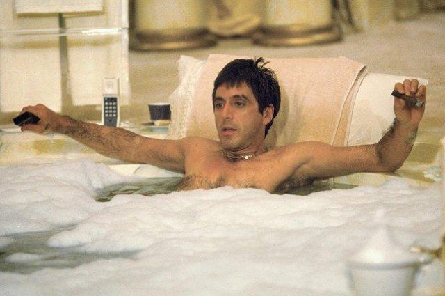 Аль Пачино лежит в ванной