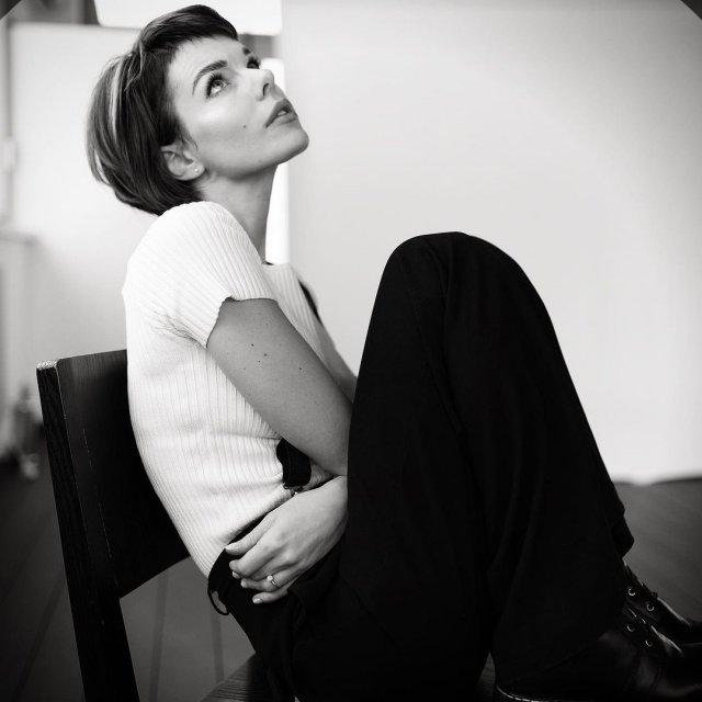 Анна Старшенбаум в одежде casual