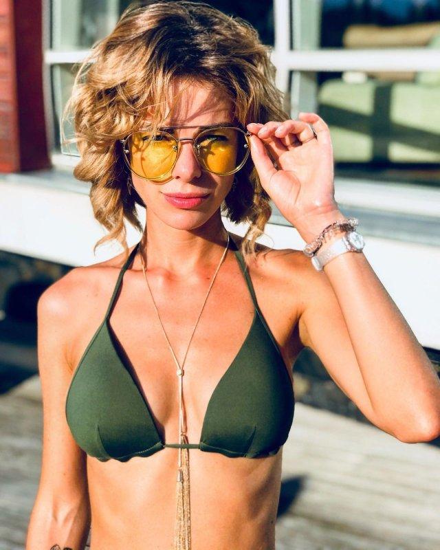 Анна Старшенбаум в зеленом купальнике