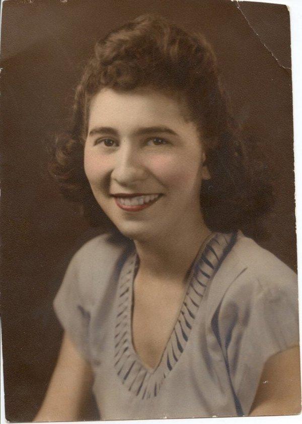 Моя 18-летняя бабушка Кончетта в 1945 году