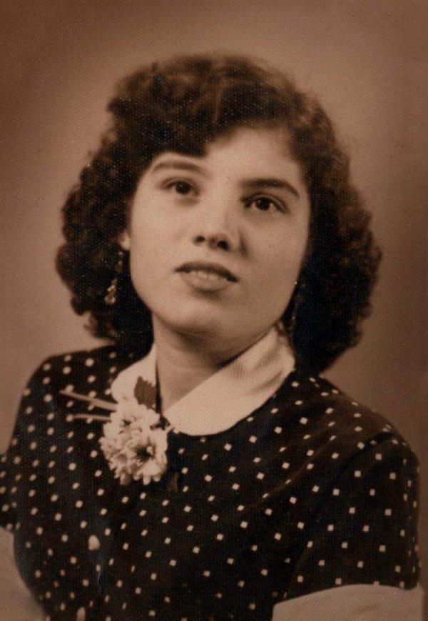 Это фото моей бабушки было сделано, когда ей исполнилось 15 лет!
