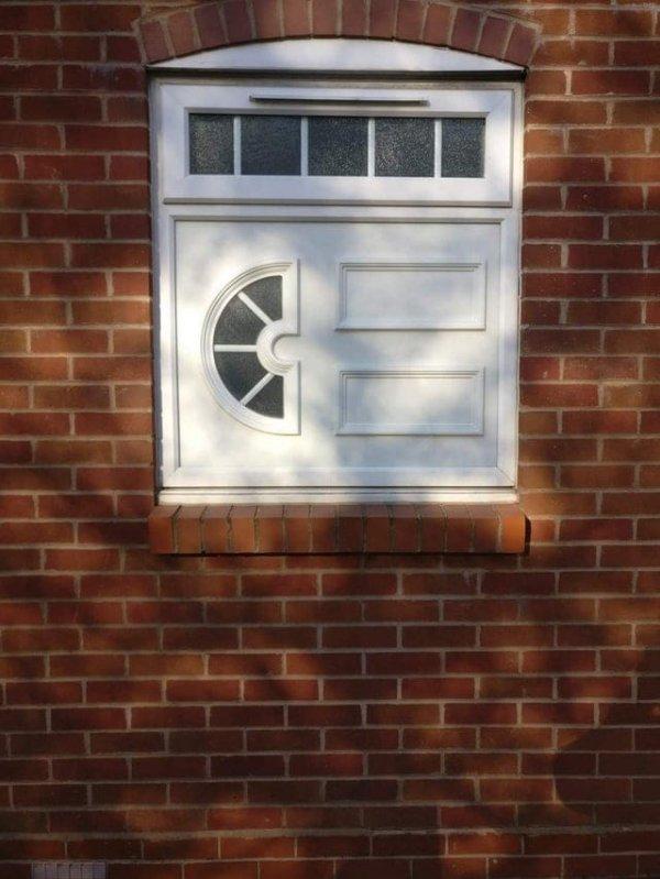 Дверь, окно, форточка... кто ты?