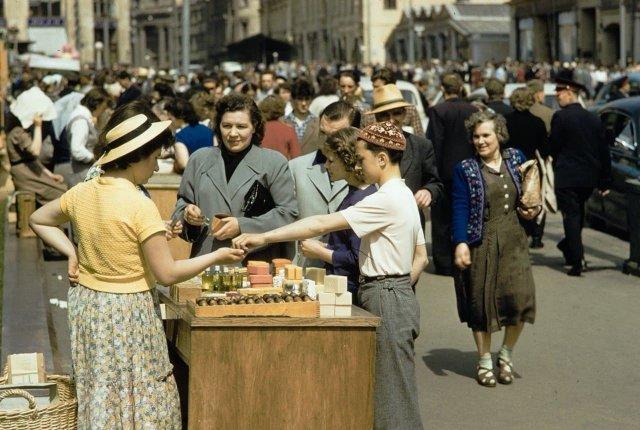 Уличная торговля в СССР. Снимки 1959-1964 годов.