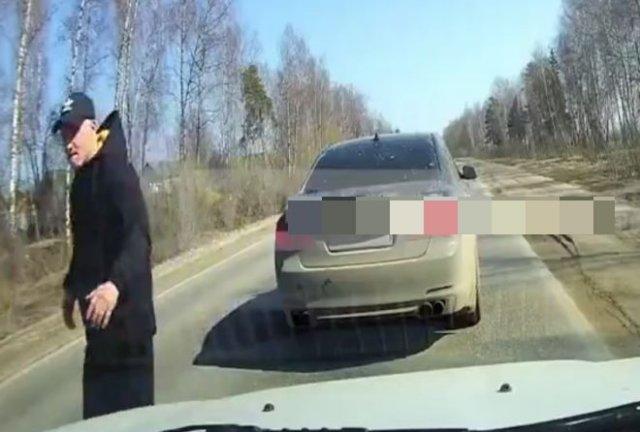 Неадекватный водитель BMW, который любит покричать