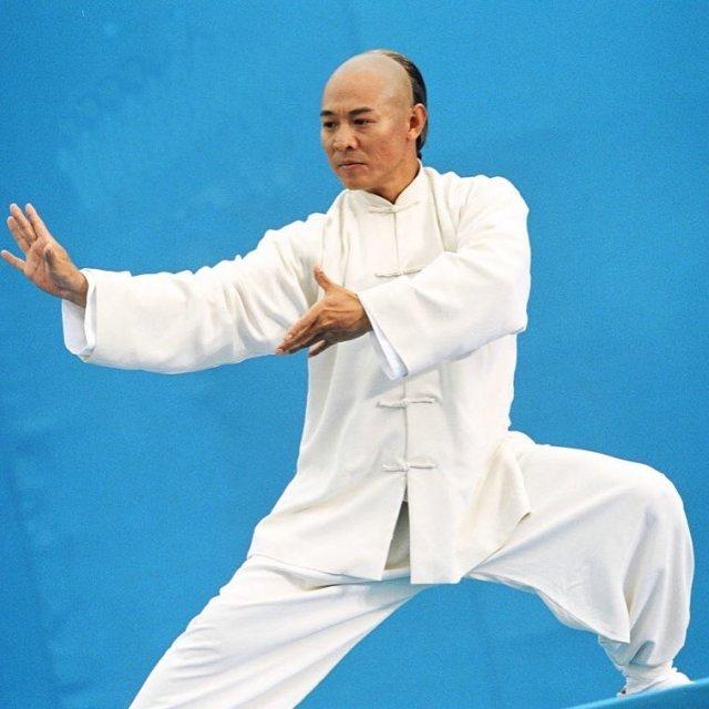 Джет Ли в белом кимоно