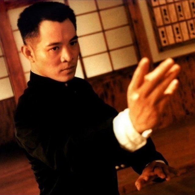 Джет Ли в черном кимоно