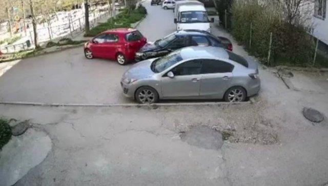 """Истинный """"мастер"""" парковки, устроивший аварию на ровном месте"""