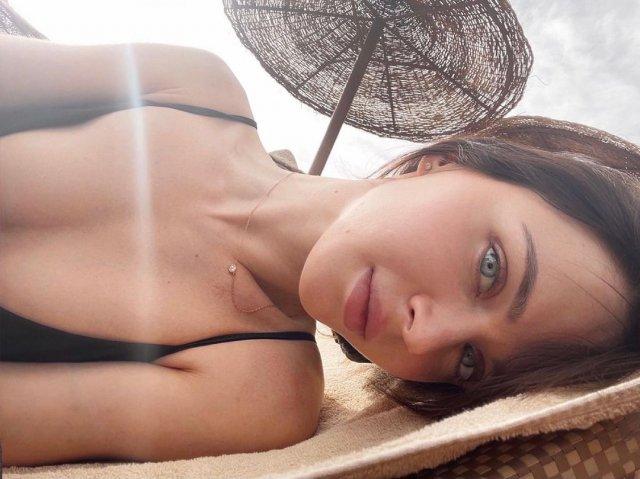 Наташа Шелягина - горячая стримерша и замена Wylsacom показывает грудь
