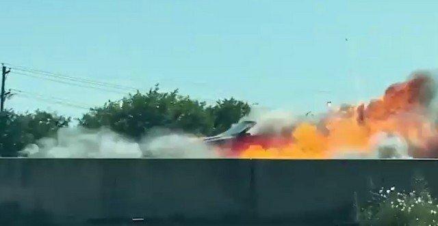 В Техасе на шоссе 114 взорвался красный кабриолет