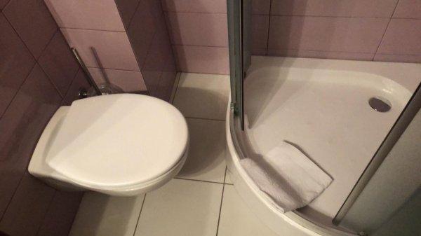 Это ванная комната в четырёхзвёздочном отел