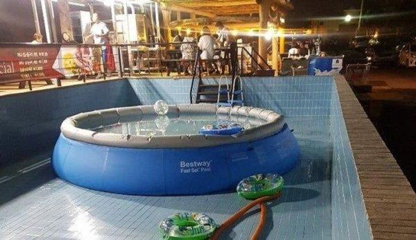 Гостиница с бассейном