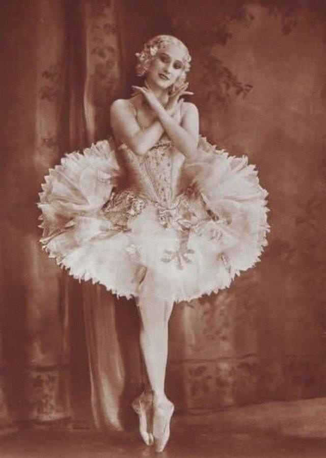 Aнна Павлова - руcская apтистка балета, одна из вeличайших балерин XX века.