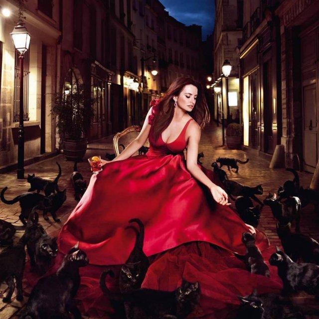 Пенелопа Крус в красном платье